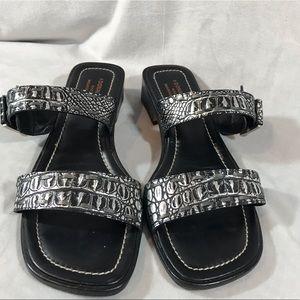 Donald J. Pliner double strap buckle sandals sz9.5